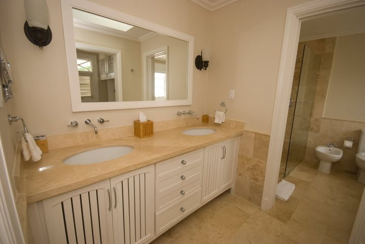 Jus Chillin townhouse, Barbados. Master Bathroom